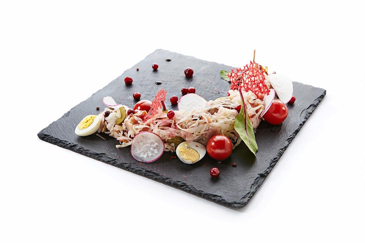 Блюда из сланца можно использовать для подачи или в виде порционных тарелок